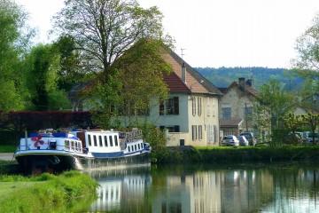 89-Belle-Epoque-anchored-in-Lezinne