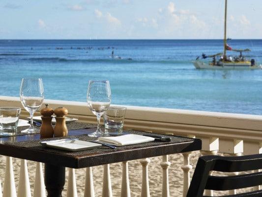 Moana Surfrider - table on the veranda