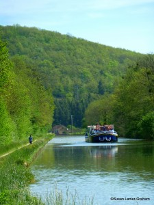 La Belle Epoque cruising on the Burgundy Canal
