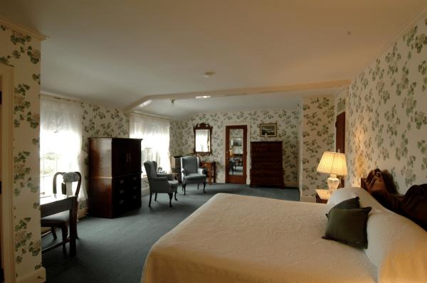 Black Point Inn room