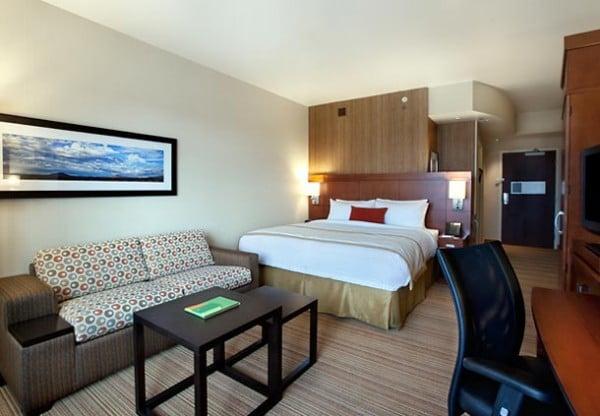 King room at Courtyard Scottsdale Salt River
