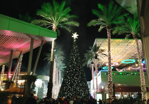 Tempe Marketplace HolidayTree and Snowfall
