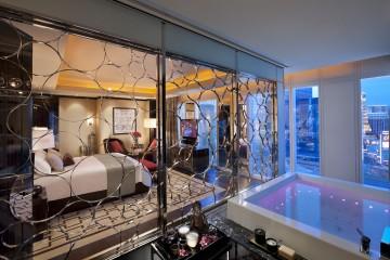 las-vegas-suite-mandarin-suite-bedroom1