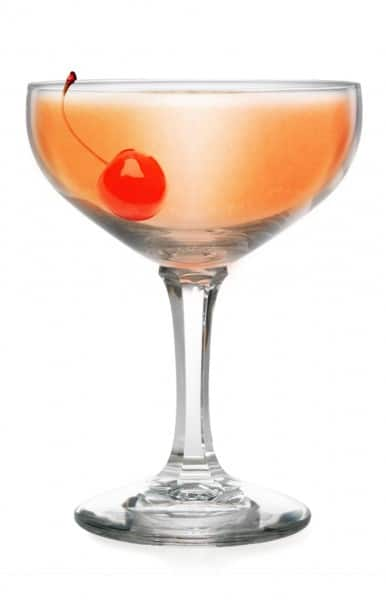 Summer Cocktail Recipe: Stone & Sand Cocktail made with Berentzen Peach Liqueur is a cool, clean summer drink