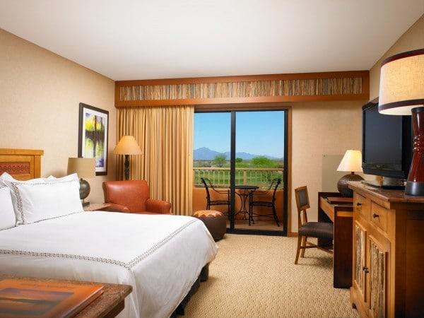 A Deluxe King Guestroom. Photo courtesy Sheraton Grand Wild Horse Pass