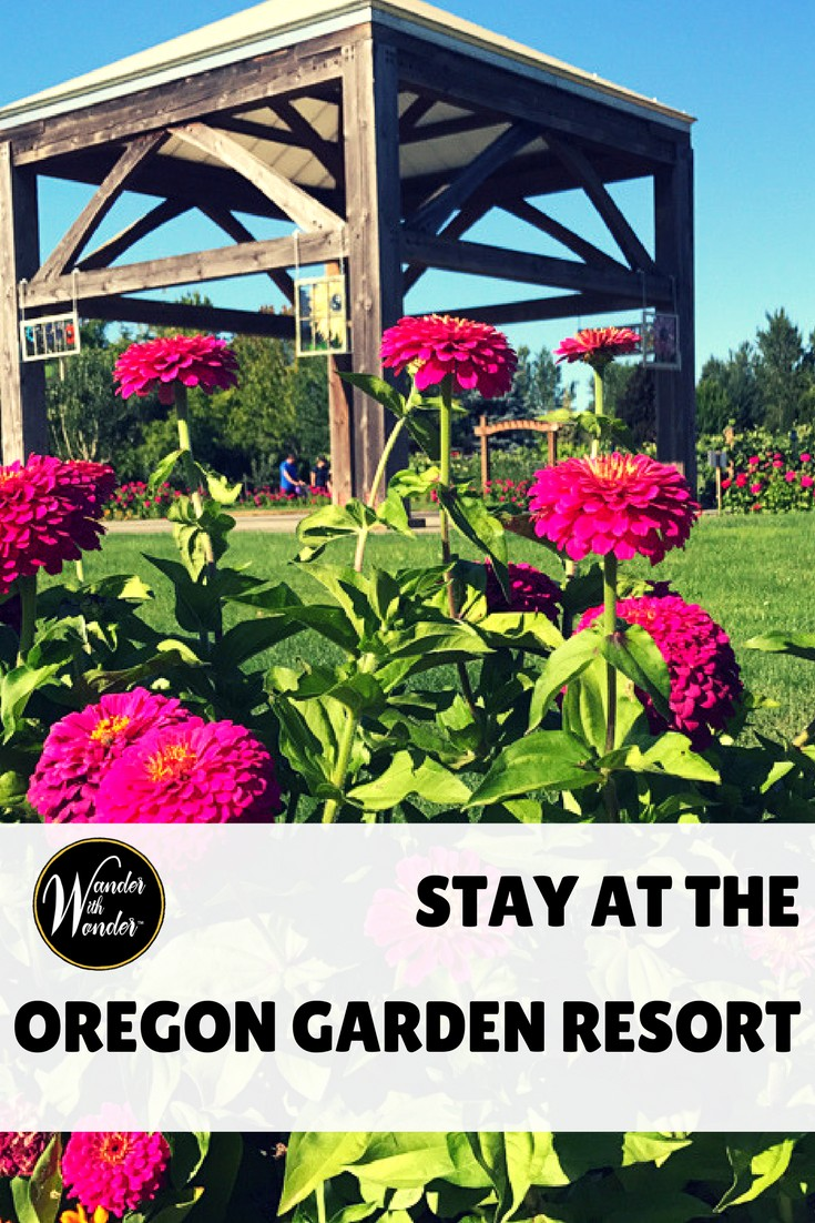 Spend the night at the Oregon Garden Resort and take time to wander through the gardens, see the art and even explore a Frank Lloyd Wright House! #travel #gardens #inns