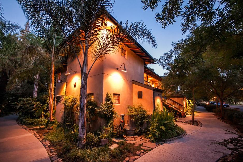 Casual Elegance Meets Natural Beauty at Lodi California Hotel