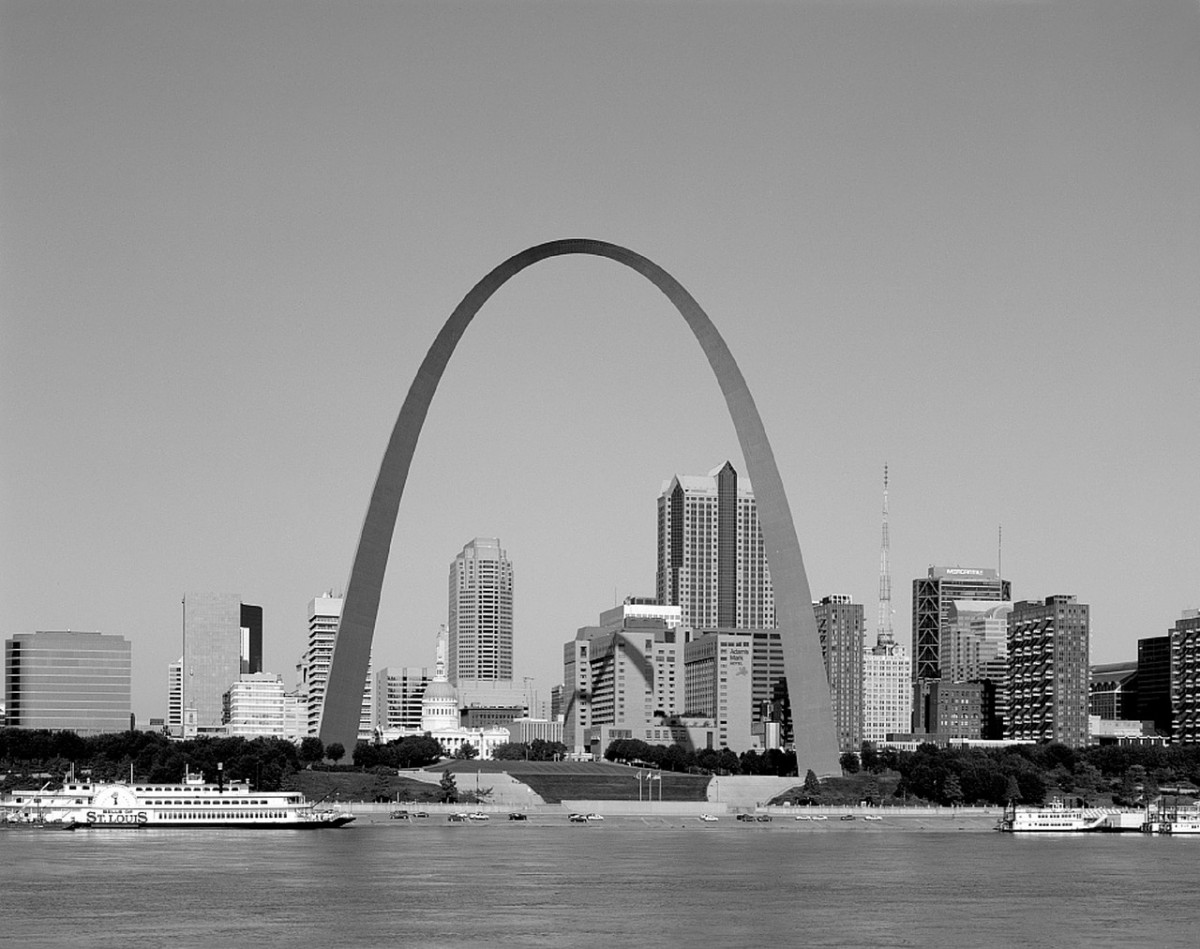 Family fun in St. Louis - The St. Louis skyline. Image by skeeze from Pixabay