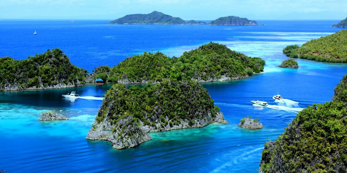 Yacht Cruise in Indonesia