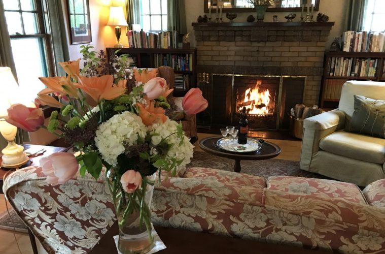 Garden Wall Inn Livingroom