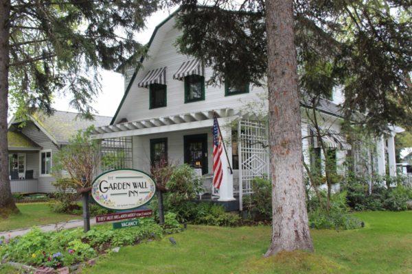 Garden Wall Inn Wandering Whitefish, Montana
