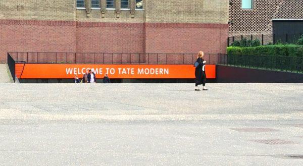 London modern art - entrance to Tate Modern